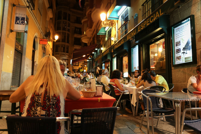 The best way to enjoy spanish food is by dinning in these small roadside restaurants in the narrow lanes of Madrid. You will find them everywhere in Spain