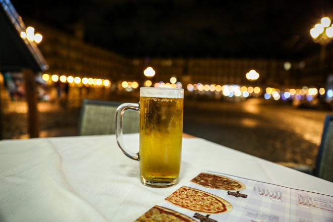 Most bars and restaurants in Spain will only have one beer on tap (though some will have a standard lager and a non-alcoholic version, while a few others will have a pale larger and a dark one).  Beer on the whole is sold in very small glasses in Spain. But it isn't all bad news - the Spanish like their beer very cold, you might even be served a glass that has been kept in a freezer!