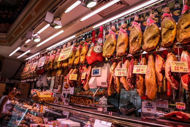 Museo del Jamon (Ham Museum) is a restaurant with several locations throughout Madrid featuring hams, chorizos, sausages, cheeses, tapas, delicious cold cut and much more!